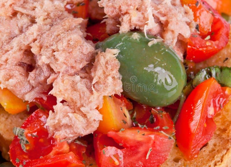Fresella Italiaans brood met tonijn en tomaten royalty-vrije stock foto's