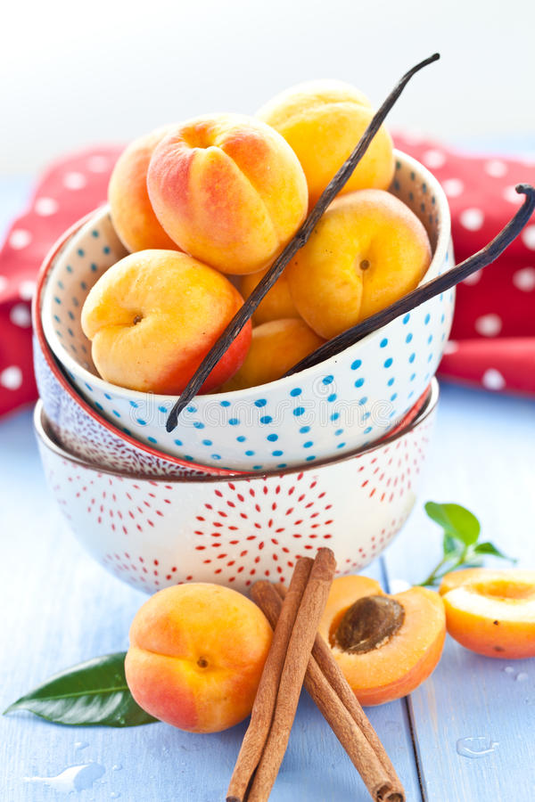 Free Fresh Apricots In Little Cups Royalty Free Stock Images - 31986989