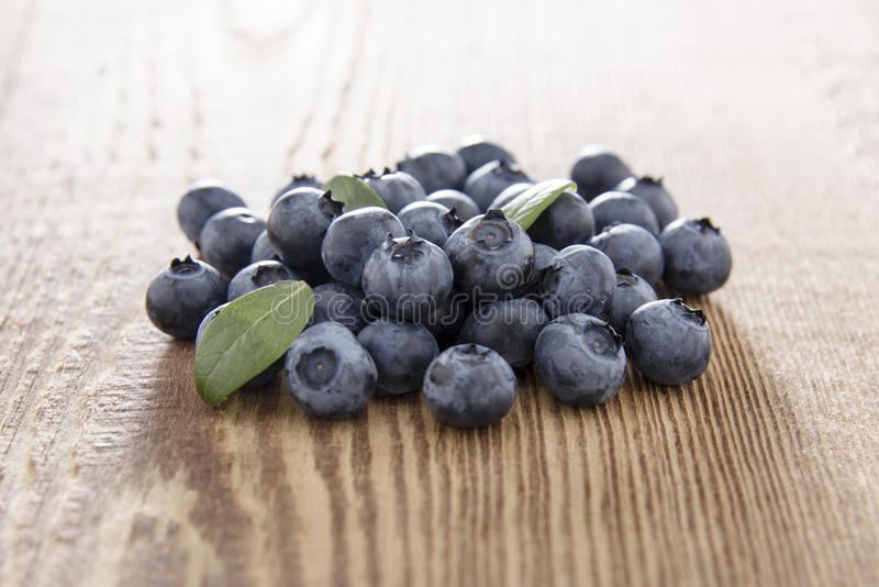Fresh blueberries on wood royalty free stock images