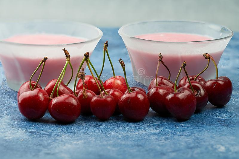 Cold cherries mouse accompanied by fresh cherries stock photography