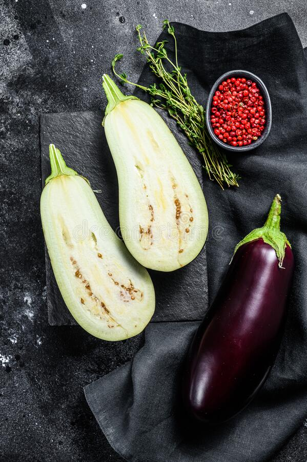 Free Fresh Cut Eggplant. Raw Organic Vegetables. Black Background. Top View Royalty Free Stock Images - 190267709
