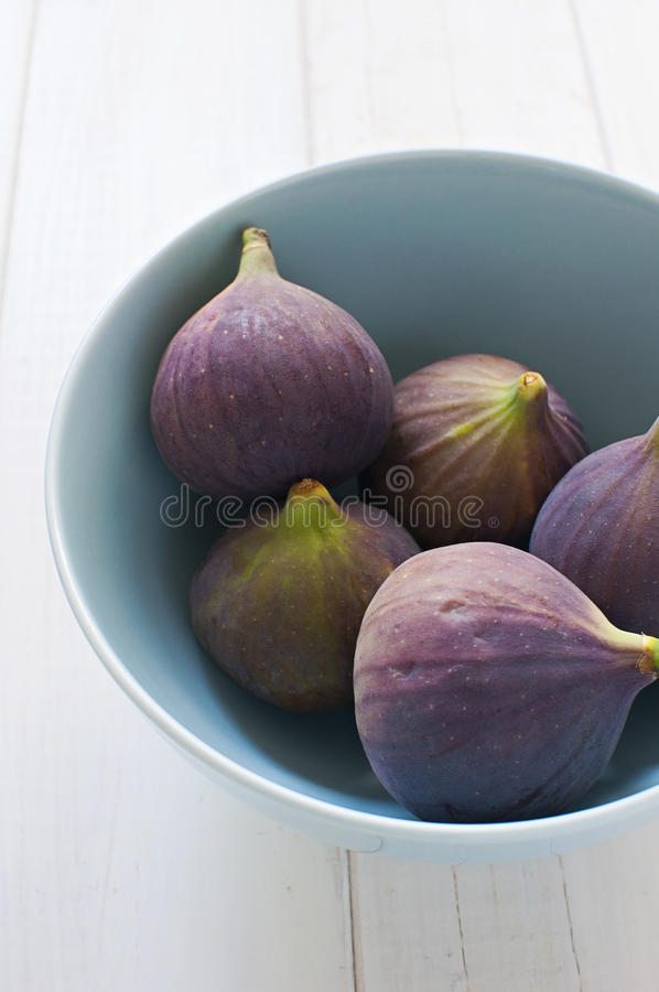 Download Fresh Figs In Turquoise Bowl Royalty Free Stock Photography - Image: 27237827
