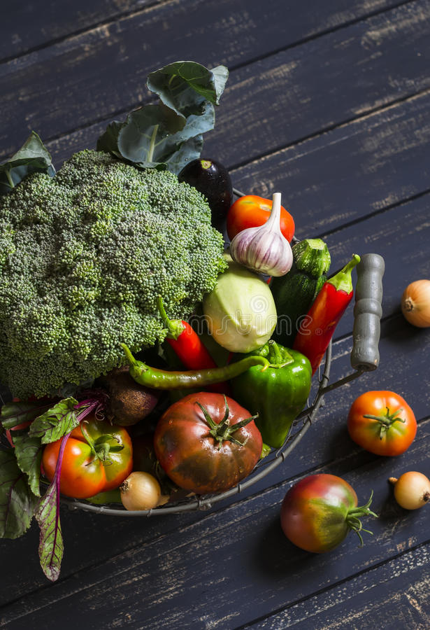 Free Fresh Garden Vegetables - Broccoli, Zucchini, Eggplant, Peppers, Beets, Tomatoes, Onions, Garlic - In Vintage Metal Basket Royalty Free Stock Photography - 58483917