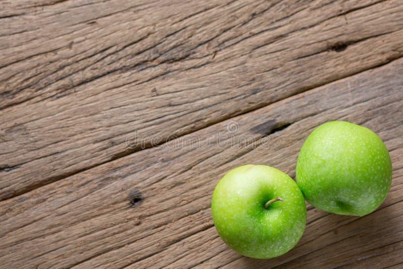 Fresh Green Apple on Wood royalty free stock photos