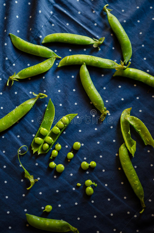 Free Fresh Green Pea Pods Stock Image - 43090531