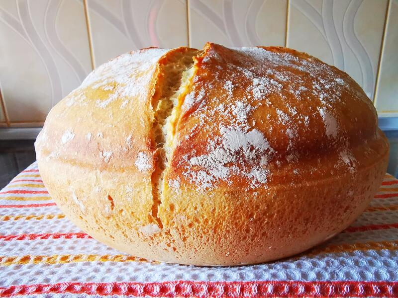 Fresh homemade bread on on a kitchen towel stock photography