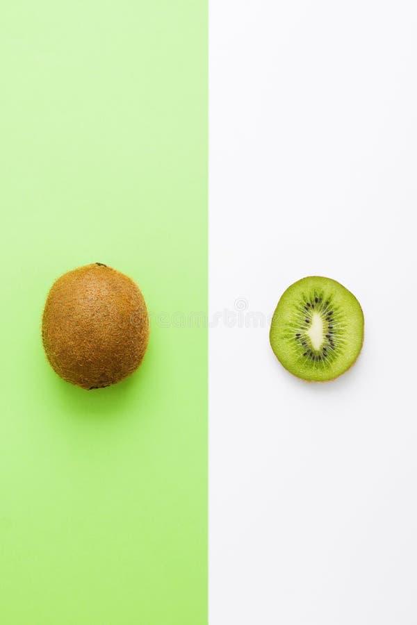 Free Fresh Kiwi Whole Fruit And Slice On Green White Background Stock Photography - 118188282