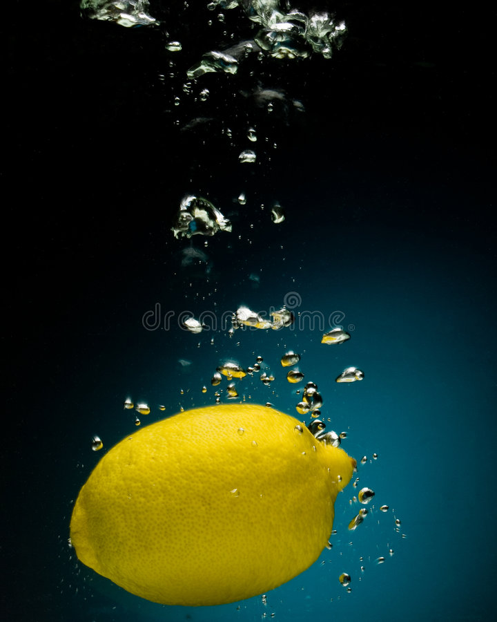 Free Fresh Lemon In Water Royalty Free Stock Photo - 5681275