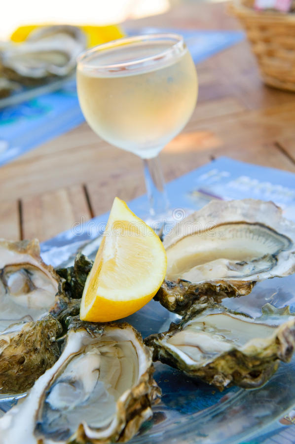 Free Fresh Oysters And A Glass Of Wine Stock Images - 10344954