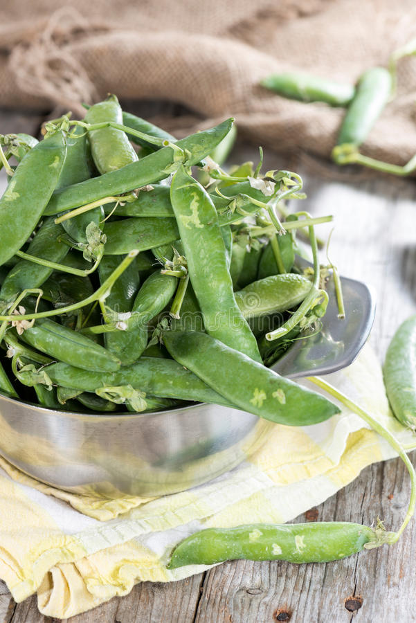 Download Fresh peas in a bowl stock photo. Image of nutrient, ripe - 39515384