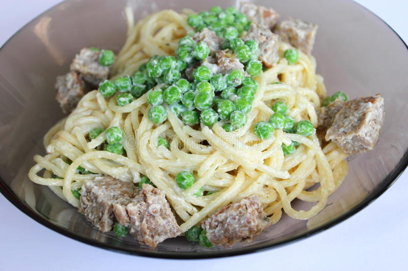 Fresh salad of noodles with peas and meat