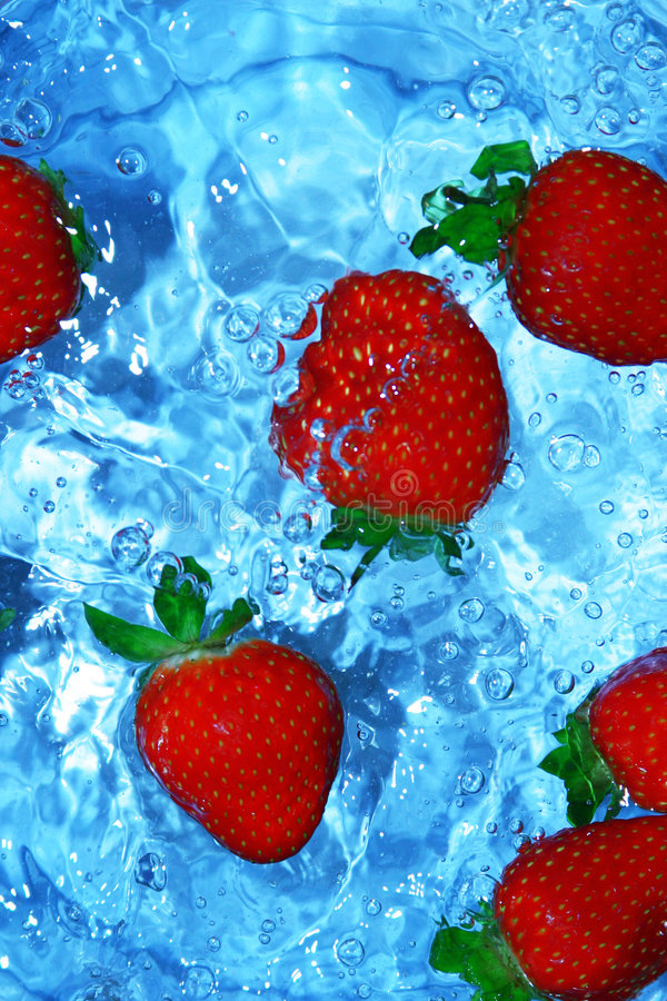 Free Fresh Strawberries In Water Royalty Free Stock Photos - 80858