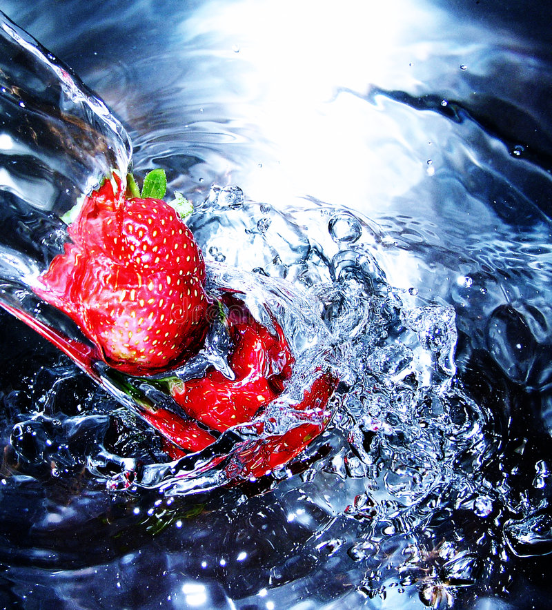 Free Fresh Strawberry In Water Stock Images - 7434