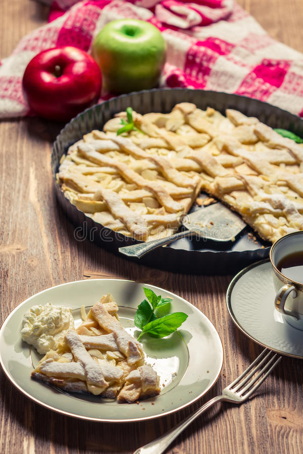 Freshly baked apple pie served stock image