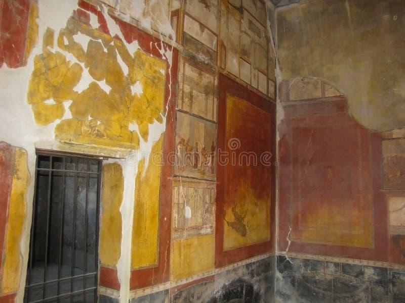 Fresko in Heldere Kleuren van Gouden Rode Zwarte in Ruïnes van Pompei het royalty-vrije stock foto