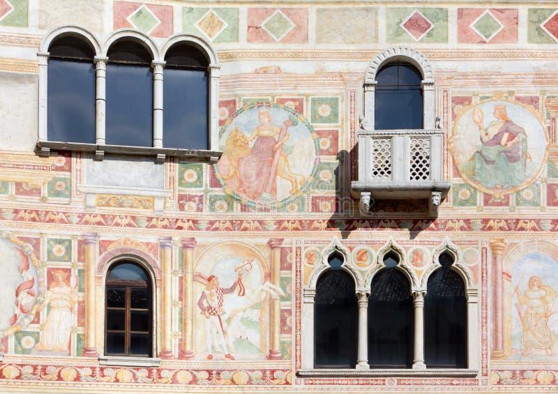 Fresko's op de Buitenmuur van het Kasteel van Spilimbergo stock foto's