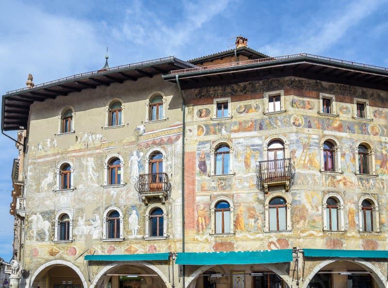 Fresko's op de huizen cazuffi-Rella in Duomo-vierkant Trento, Trentino Alto Adige, Italië royalty-vrije stock foto