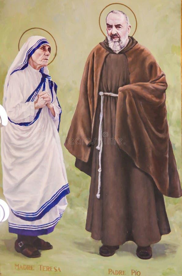 Fresko van Aalmoezenier Pio en Moeder Teresa in Valencia stock afbeelding