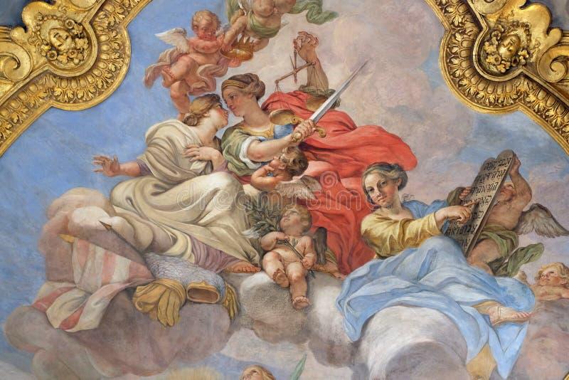 Fresko von Vorzügen auf der kleinen Kuppel des Seitenkirchenschiffs in Basilika dei Santi Ambrogio e Carlo al Corso, Rom stockfotografie