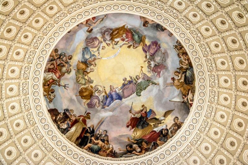 Freskodetail der Rundbauhaube innerhalb des Kapitols, das Washington, D errichtet C , USA stockfotos