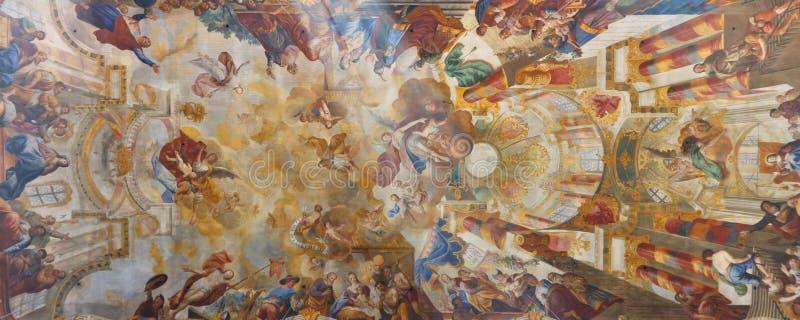 Freskos an der barocken Kirche lizenzfreie stockfotos