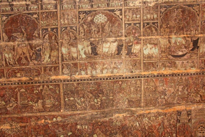 Freskos und alte Zeichnungsmalereien und -szenen auf der Decke in Shiva Virupaksha Temple Alte Terrakottamuster lizenzfreies stockbild