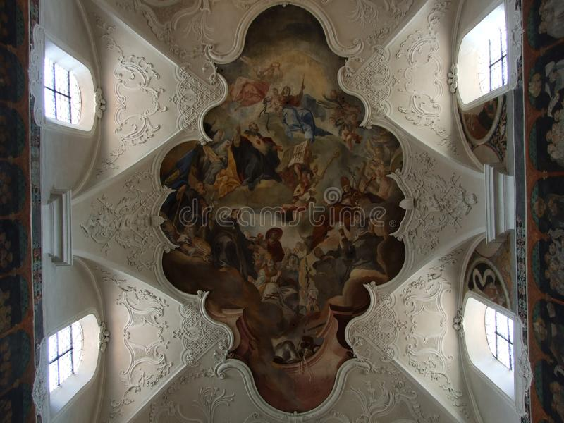 Fresque de plafond d'une grande église dans la ville de Constance photos stock