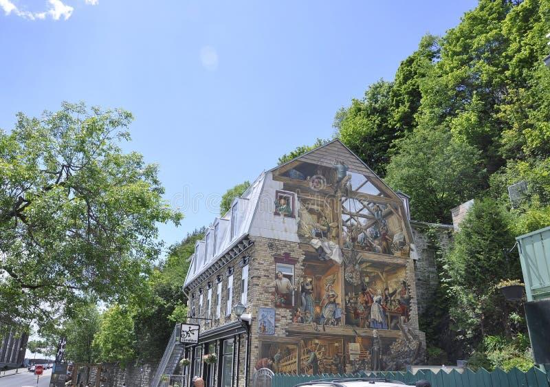 Fresque på Rue du Petit Champlain från gamla Quebec City i Kanada royaltyfri bild