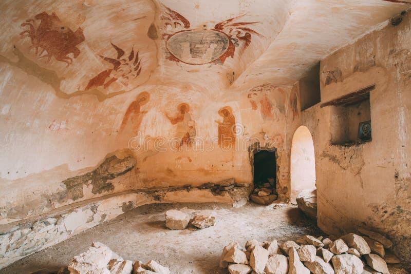 Fresques antiques dans des murs des cavernes de David Gareja Monastery Complex Le monastère de Gareji de davier est localisé est  image stock