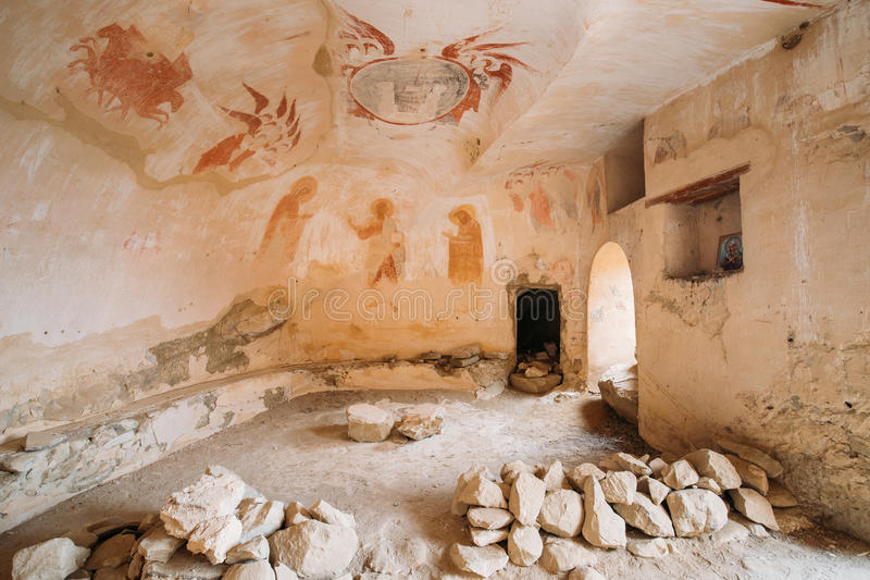 Fresques antiques dans des murs des cavernes de David Gareja Monastery Complex images stock