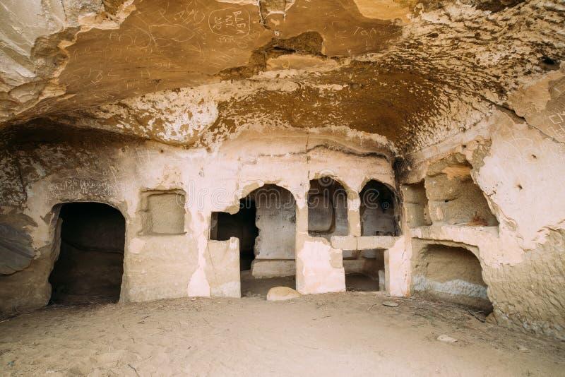 Fresques antiques dans des murs des cavernes de David Gareja Monastery Complex photo libre de droits