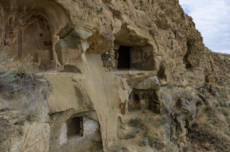 Fresques antiques de survie dans des murs des cavernes de David Gareja Monastery Complex Région de Kakheti image libre de droits