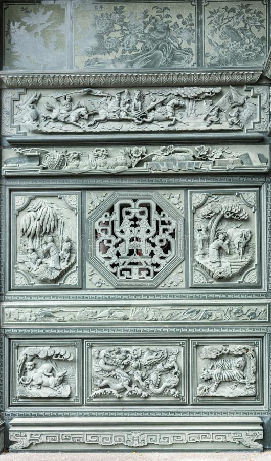 Fresques sur la façade d'une salle de cérémonie au cimetière chinois de Manille aux Philippines photographie stock