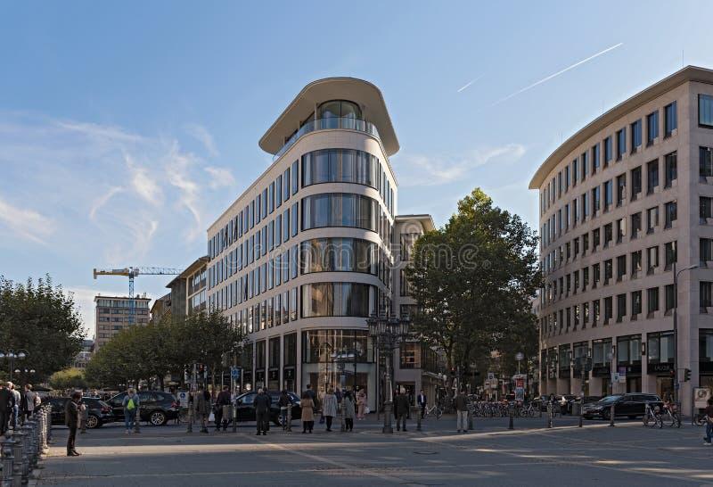 Fressgass zakupy droga ulica w centrum miasta Frankfurt główny Germany - jest - obraz royalty free