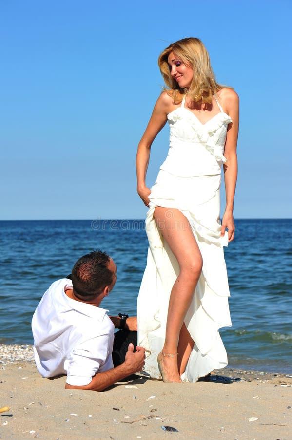 frestelse för brudbrudgumbröllopsresa arkivbilder