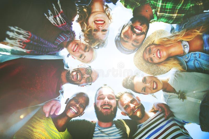 Freund-Freundschafts-Freizeit-Ferien-Zusammengehörigkeits-Spaß-Konzept lizenzfreie stockfotografie