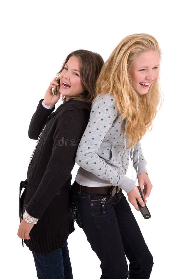 Freunde, die ein gutes Lachen haben lizenzfreies stockbild