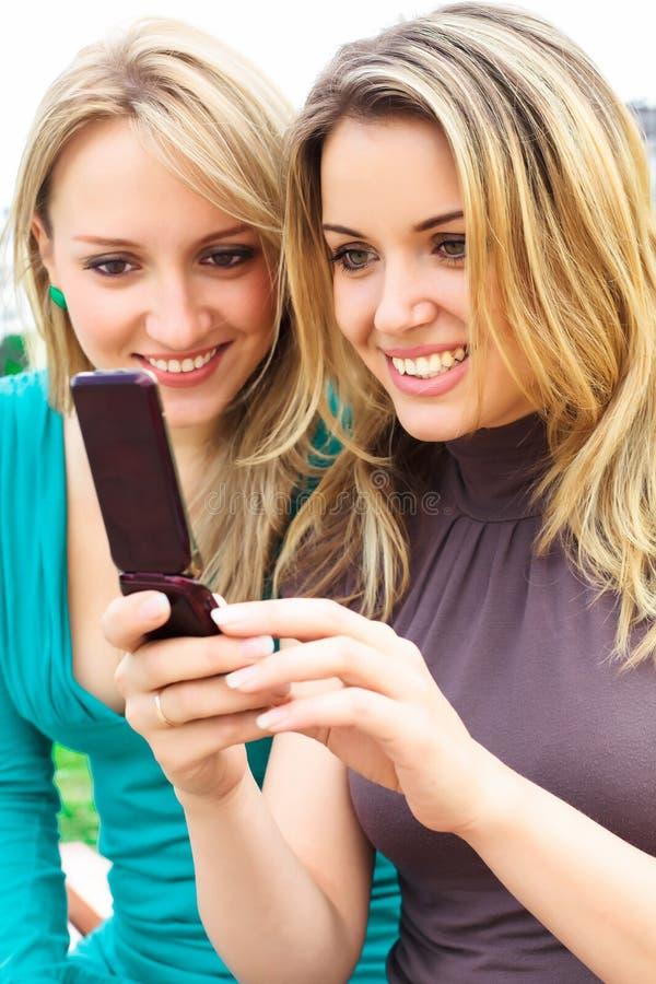 Freundinnen stockfoto