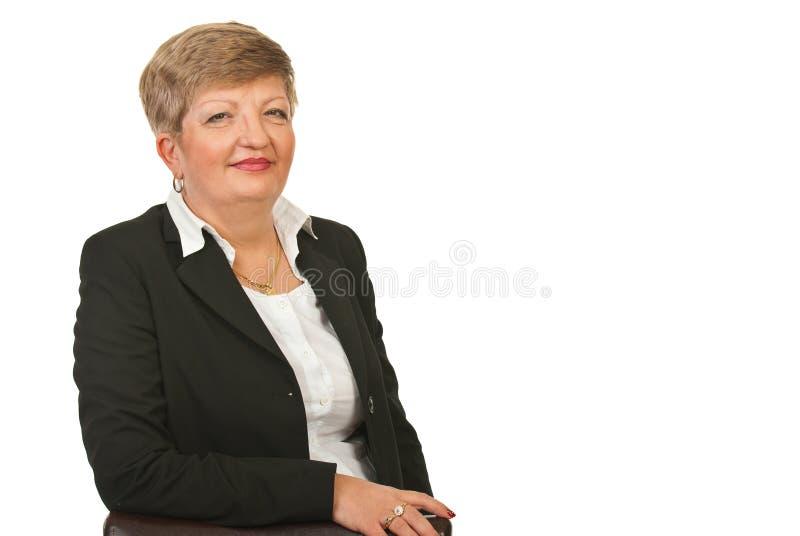 Freundliche fällige Geschäftsfrau lizenzfreies stockfoto