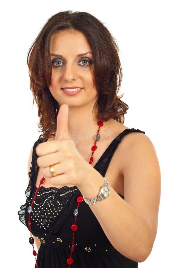 Freundliche Frau gibt Daumen lizenzfreie stockbilder
