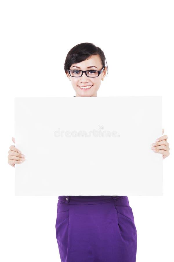 Download Freundliche Geschäftsfrau Mit Exemplarplatz Stockbild - Bild von geschäftsfrau, erwachsener: 26367363