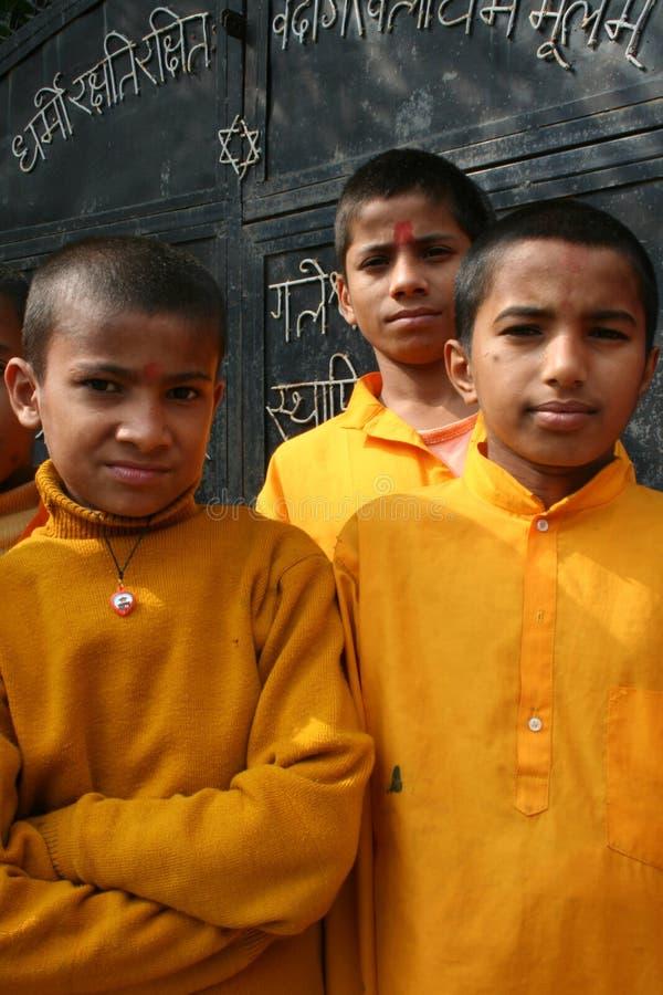 Freundliche hinduistische Kursteilnehmer lizenzfreies stockfoto