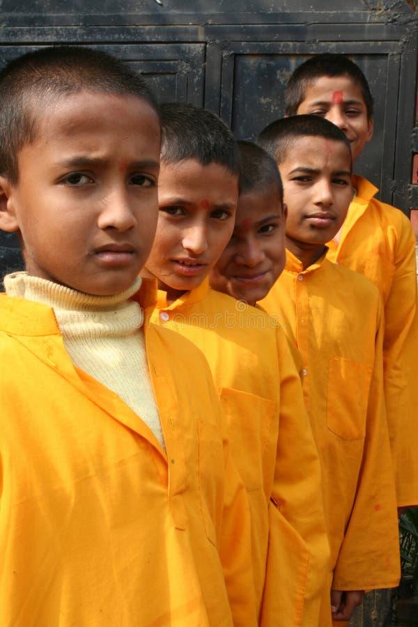 Freundliche hinduistische Kursteilnehmer lizenzfreie stockbilder