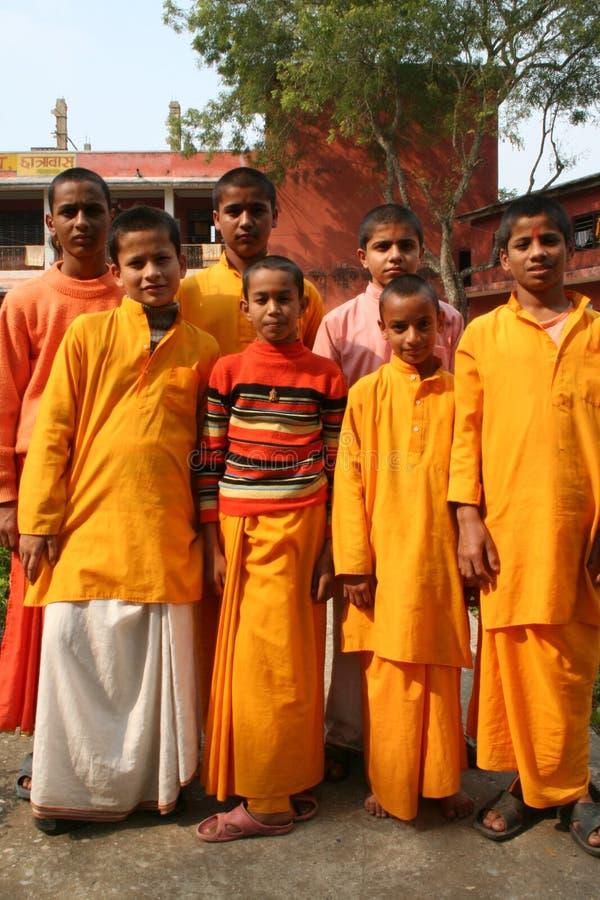 Freundliche hinduistische Kursteilnehmer in einer Gruppe. lizenzfreies stockfoto
