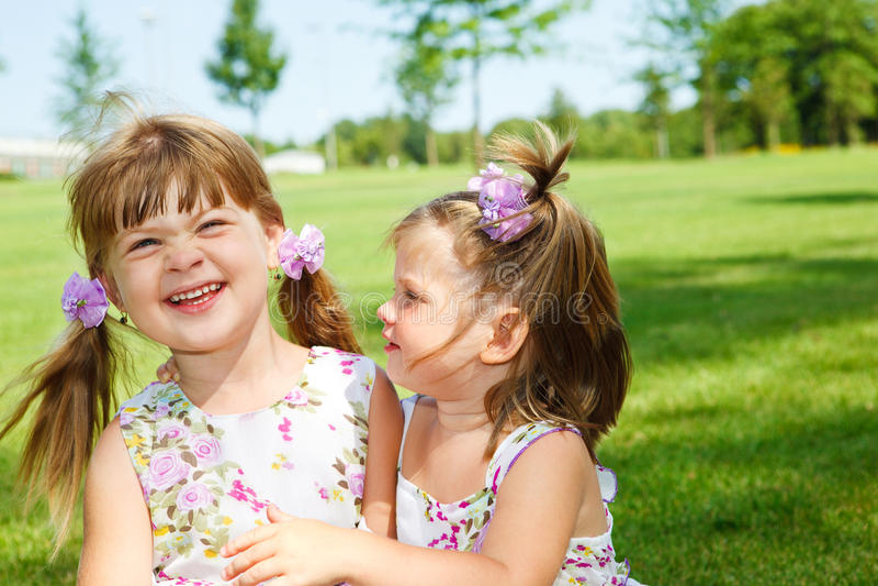 Freundliche kleine Mädchen stockfotografie