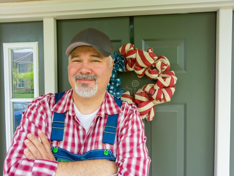 Freundlicher Landwirt, der Unabhängigkeitstag feiert lizenzfreie stockbilder