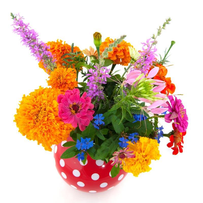 Freundlicher Sommerblumenstrauß lizenzfreies stockfoto