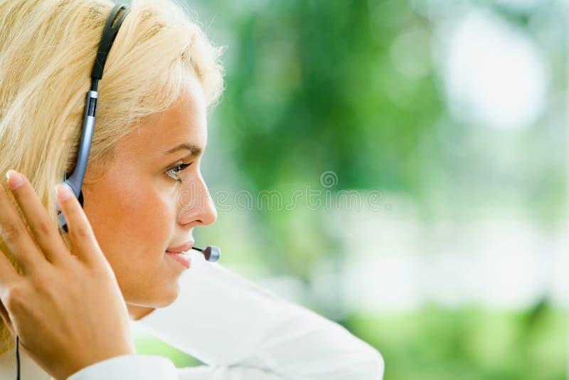 Freundlicher Telefonbediener stockfotografie