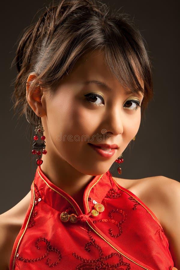 Freundliches asiatisches Mädchen lizenzfreies stockfoto