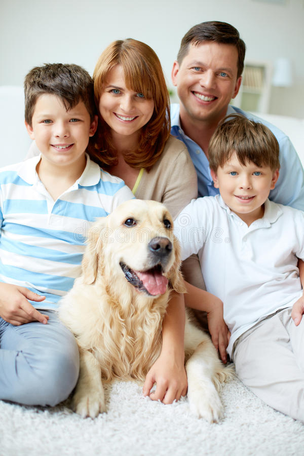 Freundliches family stockbilder